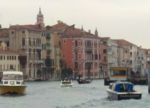 The gondola fighting valiently in traffic.